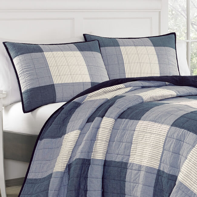 Bartow King Quilt in Navy,Navy,large