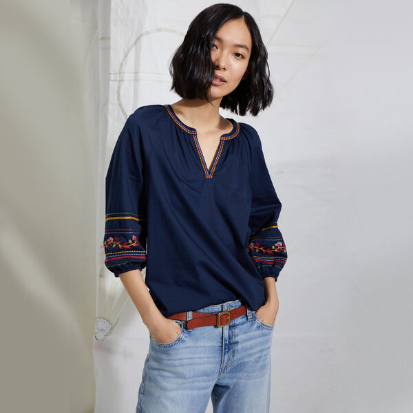 NAUTICA JEANS CO. EMBROIDERED SPLIT NECK TOP  - Stellar Blue Heather