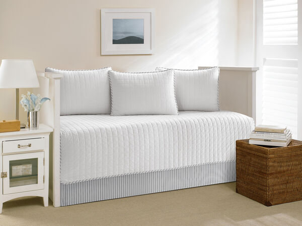 Maywood Daybed Set in White - White