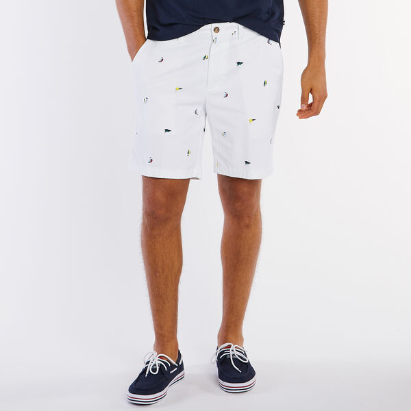 """8.5"""" Classic Fit Deck Short in Sailboat Flag Motif - Bright White"""