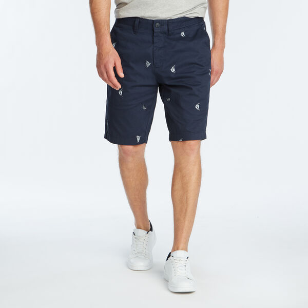 "9.5"" DECK SHORT IN SAILBOAT ICON PRINT - Pure Dark Pacific Wash"