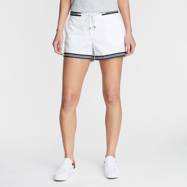 CLASSIC FIT STRETCH TWILL SHORT IN STRIPE TAPE - Bright White