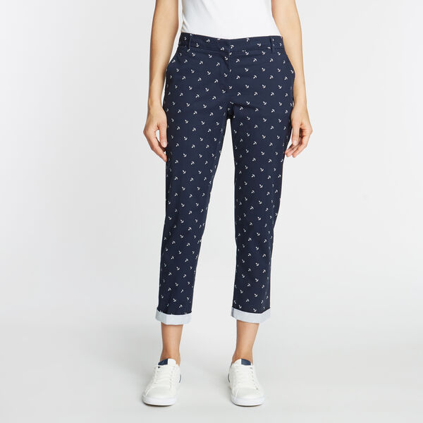 CLASSIC FIT CHINO PANT IN ANCHOR EMBROIDERY - Deep Sea